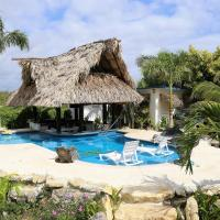 The GECKO BUNGALOW**Beautiful POOL**Free Airport Shuttle, hotel in Belize City