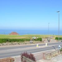 August House- sea views, sleeps 9, 2 parking spaces