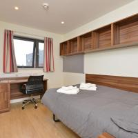 Amazing private room with ensuite & shared kitchen -Middle of Exeter!