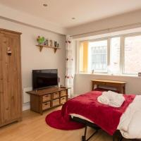 Cosy Suite in Manchester City Centre by GuestReady