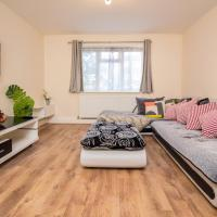 Avenue Road Bright Apartment with Free Parking and Own Garden in a Tranquil Area