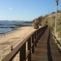 PRAIA DAS AVENCAS Apt junto ao mar com estacionamento e AC