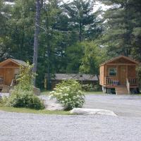 Lake George Escape 24 Ft. Cabin 5