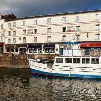 Best Western Le Cheval Blanc - Vieux Port, hotel in Honfleur