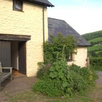 Cozy Cottage in Crickhowell with Fireplace