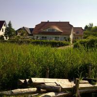 Ferienhaus Boddenkiek mit Wasserblick in Seedorf
