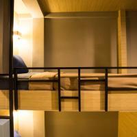 Bed Box Khaosarn Hostel