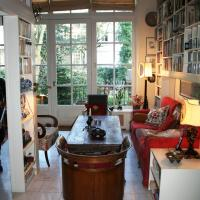 Classic Canal Home at Keizersgracht