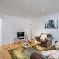 Sunny 2BR apt in the heart of Vauxhall, by subway
