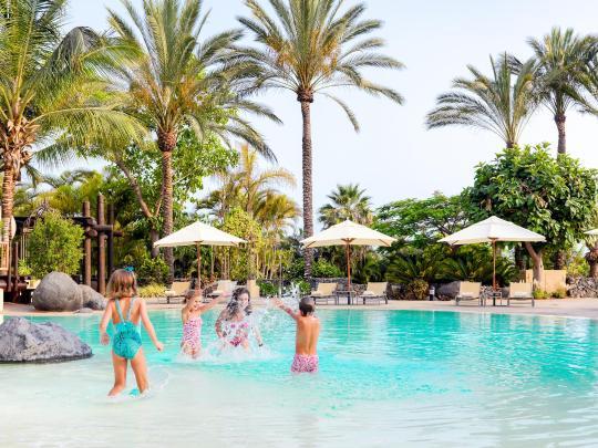 9 hotel yang pas untuk liburan bersama anak