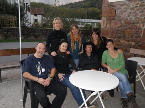 Belen y Karlos, Lua, Ana, Patri, Leire, Esti