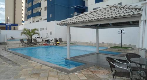 Uma das piscinas da área de lazer do condomínio