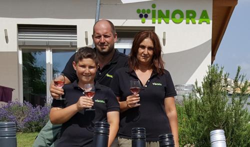 Nóra & Tomi & Sándor            Molnár Family          Apartman Nóra