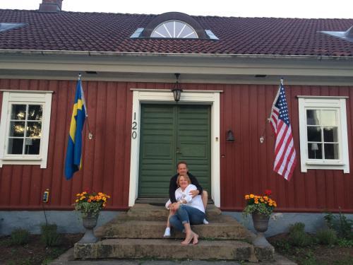 Lori and Stefan Holmgren