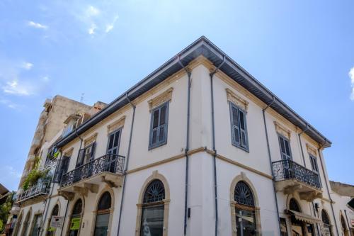 La Maltese Mansion