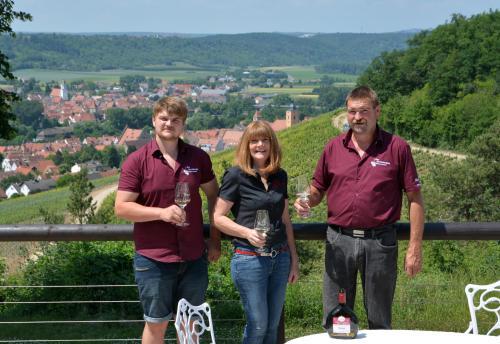 Familie Benkert /  Der Kirschberghof  *Wir freuen uns auf Ihren Besuch *