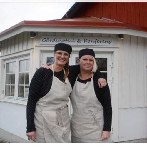 Anette & Petra med personal